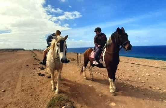 Paardrijden aan de zee in El Cotillo